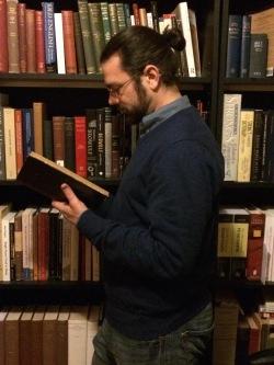me_with_bookshelves